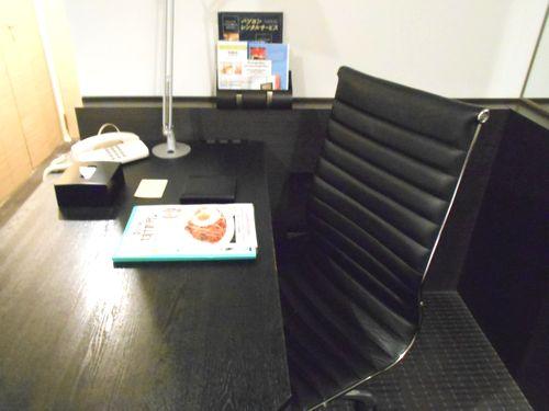 パレスホテル大宮の客室デスク
