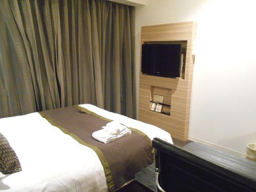 パレスホテル大宮のベッドとテレビ